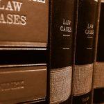 Prawnik czy radca prawny – kogo wybrać?